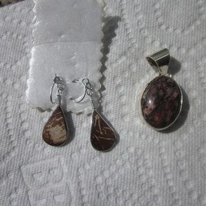 Sterling and agate pendant & brown earrings.